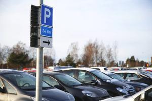 Parkeringshyrorna hos de kommunala bostadsbolagen i Södertälje kommer att bli dyrare.