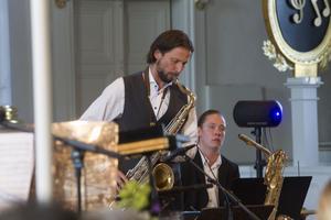 Adam Falk på saxofon till låten Midnight sun.