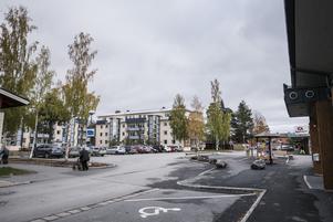Vänsterpartiet i Krokom är kritiskt till att viktig samhällsservice dras in i kommunen. Foto: Simon Gunnholt