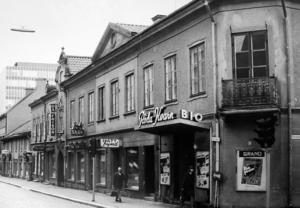 Röda Kvarn var Västerås första riktiga biograf när den öppnade 1913. Biografen låg i södra hörnet av Stora gatan och Sturegatan och revs 1966 när Punkt skulle byggas.
