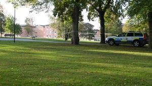 Den 19 september knivhöggs två personer i Köping som senare fick uppsöka sjukhus. Varav den ena ficklivshotande skador. Nu utreder polisen brottet.