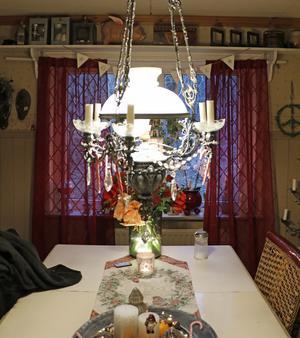 Köksbordet är också det julpyntat.