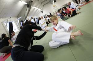 Neo Heidenborn ska börja sista terminen i Budokidz innan han sedan måste välja någon av kampsporterna att träna. På söndagen tränade han tillsammans med sin mamma Ingela när Östersunds Budo Kai arrangerade familjedag.