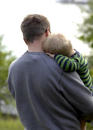 Låt dem välja själva. Vi vet genom olika undersökningar att småbarnsföräldrar önskar mer tid tillsammans med sina barn, skriver debattörerna.