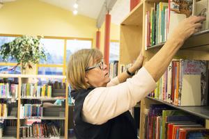 Hille bibliotek får vara kvar. På bilden bibliotekarien Maria Berglind Wallmo.