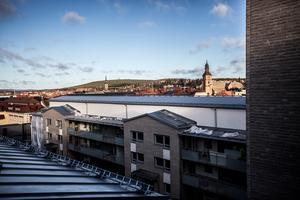 Utsikt över Faluns takåsar och kyrkor.
