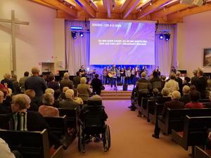 Den ekumeniska kören ledde gudstjänstbesökarna i lovsång.