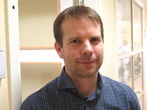 Björn Ericsson, läkare och ordförande i läkemedelskommittén i Gävleborg, varnar för de miljöeffekter som smärtlindrande gel kan orsaka.