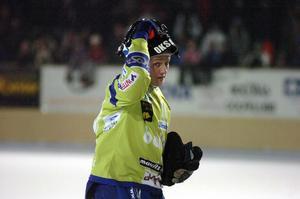 Timo Oksanen, en av bandyns bästa målvakter genom tiderna – med en fruktad kastarm.