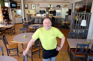 Lasse Ehnberg öppnade sin restaurang Bilbiten för 30 år sedan. Nu ska lokalerna rivas och i höst flyttar han till nya lokaler i en annan del av Nacksta.