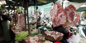 Fläskkött på en marknad i Kambodja.