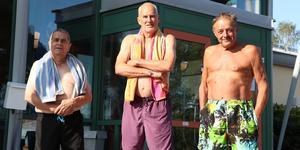 Hans Saxin, Mats Asplund och Olle Alderhed simmar tillsammans på Fjärran Höjder två förmiddagar i veckan.