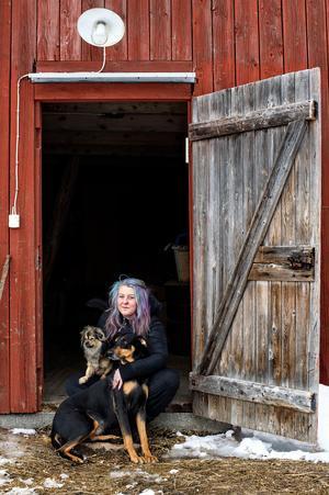 32-åriga Martina Gustafsson har alltid gillat djur. När hon började ta hand om djur som ingen annan ville ha spreds ryktet snabbt och nu ringer det med jämna mellanrum folk som vill att hon ska komma och hämta olika djur.