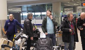 Daniel Mossberg ser något skeptisk ut efter att ha landat i Peking.