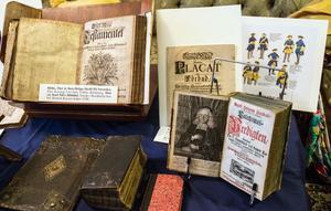 Gamla böcker rymmer en rikedom av historia, och hantverk.