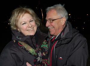 – Vi älskar Mora, konstaterade Lars Sandström och tittade varmt på sin Anita Lindberg, medan deras lycka och det nya året lystes upp av generösa fyrverkerier.