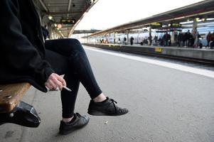 Regeringen vill förbjuda rökning på perronger .Foto: Jessica Gow/TT