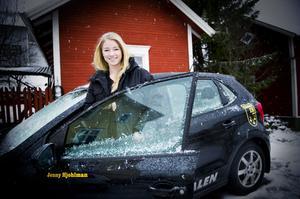 Som det anstår en blivande allsvensk stjärna, kunde Jenny Hjohlman hälsa på hemma i Viksjöfors i sin nya Umeå IK-bil med namnet på dörren.