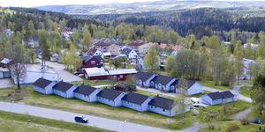 Kommunala bostadsbolaget Solatum vill stycka av och sälja bort hyreshus på Centrumvägen i Ramsele. Foto: Privat