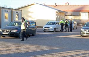 Var och varannan bilförare på Kyrkbyvägen blev stoppade och vinkades in till Kyrkskolans infart.