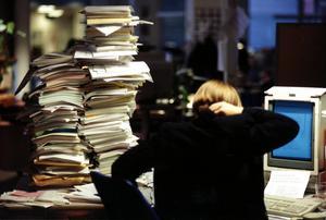 Utbrändhet. Värk. Hög arbetsbelastning. Övertid.  En vanlig syn på våra arbetsplatser.Foto: Pawel Flato/SCANPIX