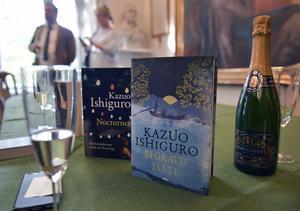 Ett Nobelpris i litteratur innebär nästan alltid en extra skjuts för försäljningen i bokhandeln. 2017 var det Kazuo Ishiguro som gav bokhandlarna mer klirr i kassan. Foto: Jessica Gow / TT