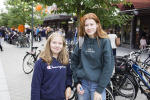 Alicia Söderlind, 14 år och Lisa Grindberg, 14 år är båda anmälda till dans.