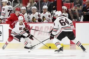 Adam Boqvist fortsätter att imponera i Blackhawkströjan. Bild: Mike Mulholland/The Grand Rapids Press