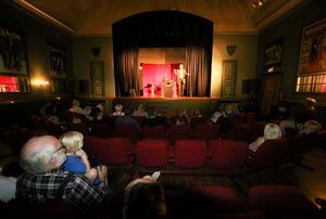 Örebro Magiska cirkel firar 70 år i Magiska teatern, Vretstorp.