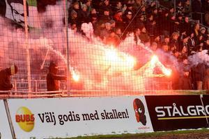 Gais- och J-Södrasupportrar drabbade samman efter matchen i superettan på måndagskvällen.