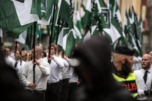 En anledning till att hatbrottsanmälningarna ökar är att nazistiska organisationer blivit allt mer synliga. Brottsmotiven är då framför allt främlingsfientliga/rasistiska och homofobiska, skriver Brå i sin nya hatbrottsrapport.
