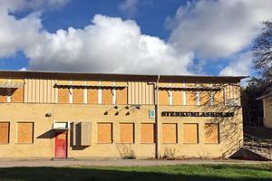 Stenkumlaskolan är nedlagd och ska ersättas med bostäder och äldreboende, enligt en ny detaljplan.