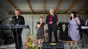Per-Åke Stockberg, Angelina Thelin, Tommy Thelin och Ann-Cathrine Wiklander bjöd på en musikalisk resa genom Jonas Nätterlunds liv.