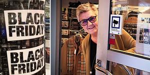 När andra butiker slår på trumman  med lockpriser till Black Friday väljer Maria Granström att istället släcka och stäga sin butik. Hon vill inte bidra till överkonsumtion.
