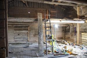 Sist logen användes var det som sädestork. Då hade man tagit bort ett plan men sparat en liten del. Den blir nu arkiv.