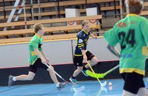 Michael Pettersson går till attack från sin backplats.