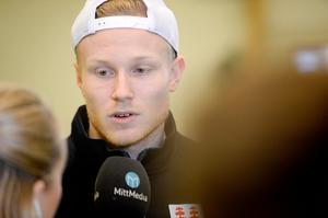 Alexander Falk visade styrka under Timrå IK:s tester under förra veckan. Backen presterade toppresultat i både knäböj och frivändning. Nu hoppas den tidigare Djurgården-spelaren på en stor roll i nykomlingen nästa säsong.