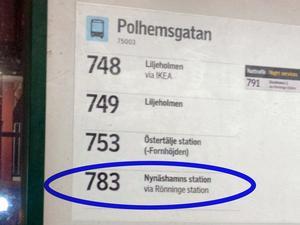 SL:s informationstavla påstår att 783:an tar vägen via Rönninge station. Foto: Privat