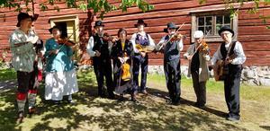 Folkmusiker samlades på Torekällberget under 1800-talsveckan.