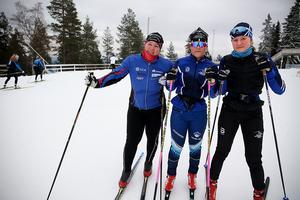 Laddade för en skidtur är, från vänster, Sofia Tingelöf, Sofia Jonsson och Lovisa Broström.