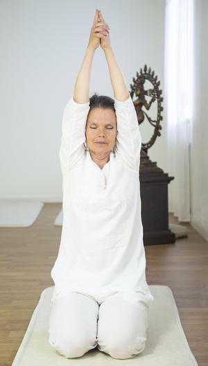 Sat Kriyan masserar de inre organen, stärker hjärtat och frigör energi.