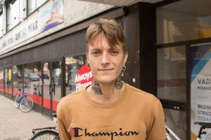 John Fredriksson, 25, Norrtälje: Jag tänker kontroll. Om jag har makt över något så har jag kontroll över läget. Det känns lite girigt att ha makt.