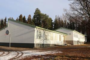 Fjällsta Skolvägen 4 ligger ute för försäljning med utgångspriset 2 300 000 kronor.