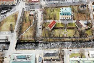 Mannen kidnappades vid Slottsparken i Gävle. Bild från polisens förundersökningen.