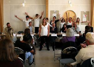 Vikten av att rösta och ungdomsarbetslösheten var frågor som ägnades mycket tid under debatten på Ålsta Folkhögskola. Jan-Olof Flink (PP), Stefan Falk (FP), Liza-Maria Norlin (KD), Håkan Gillmark (M), Sara Parkman (MP), Sten-Ove Danielsson (S) och Kjell Bergkvist (C) försökte också övertyga skolans lärare och elever om att det även i framtiden ska satsas på Folkhögskolor.