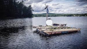 Stefan Tcherepnin och Hanna Törnudds konstverk är en flytande skulptur.