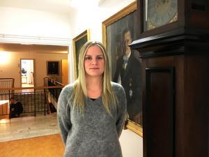 Enligt Linda Vedin har länsstyrelserna bra koll på vargarna i Sverige tack vare DNA-prov.