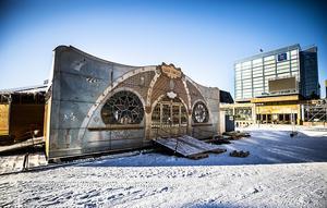 La Belle Epoque är ett spegeltält placerat mitt på Stortorget i Östersund