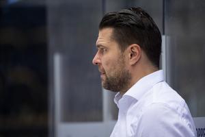 Tomek Valtonen, Moratränare, om bakgrunden till timeouten i andra perioden. Foto: Erik Mårtensson/Bildbyrån.