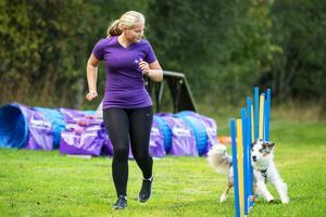 Fanny Häggström tränar och tävlar agility med Naldo. Nästa år är hon med på SM för tredje året i rad.